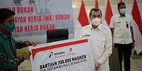 Direktur Pertamina Hulu Rokan Beri Bantuan 200 Ribu Masker ke Pemda Riau